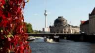 Ships on the River Spree, Bodemuseum in Berlin - Timelapse video