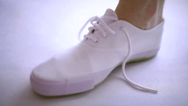 Shoe lacing video