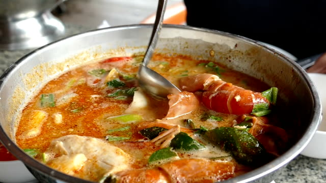 shrimp soup, one of the top ten Thai dishes video