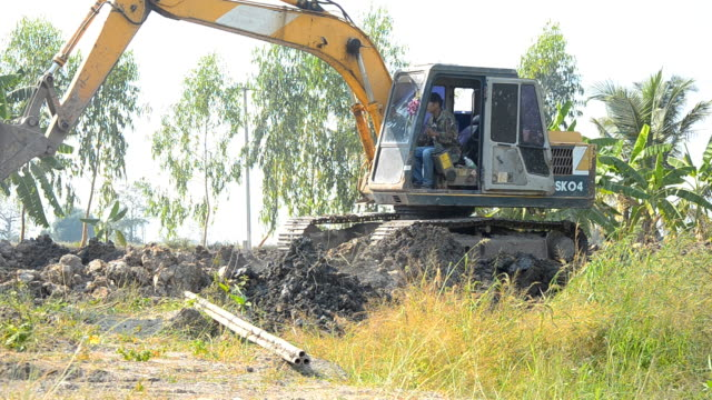 side view : Bulldozer is working video