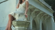 HD CRANE: Sitting on a pillar video
