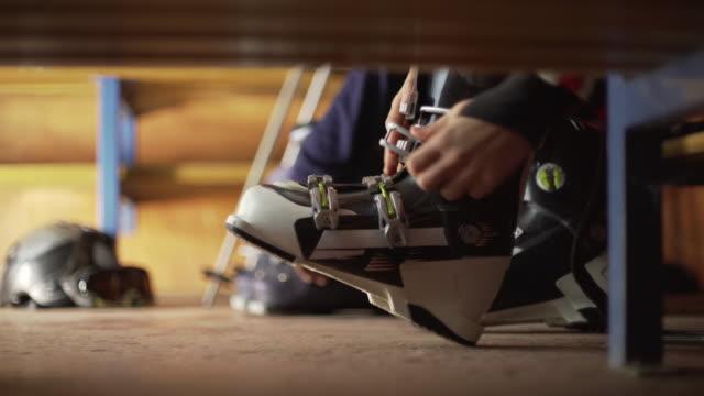 Ski boots fastening video