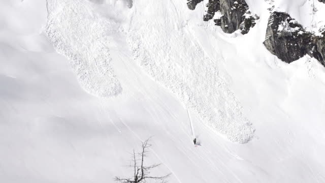 Skier escapes avalanche video