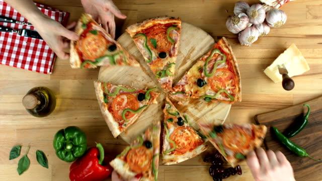 Sliced pizza video