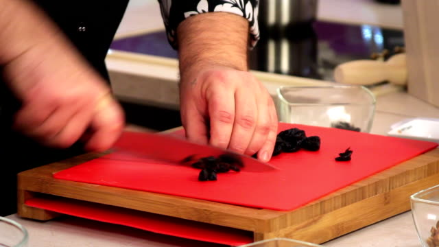 Slicing prune. video