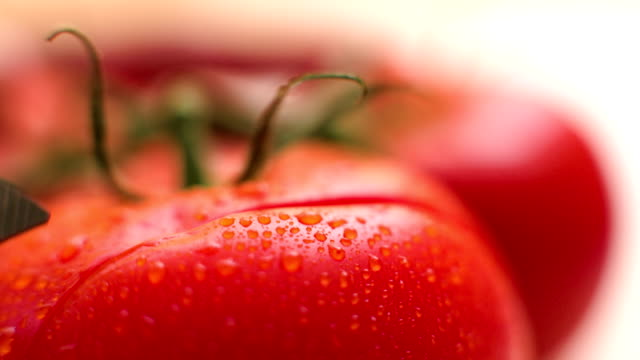 Slicing tomato video