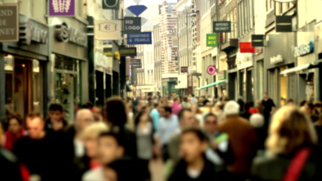 Slow motion shopping crowd blurred video