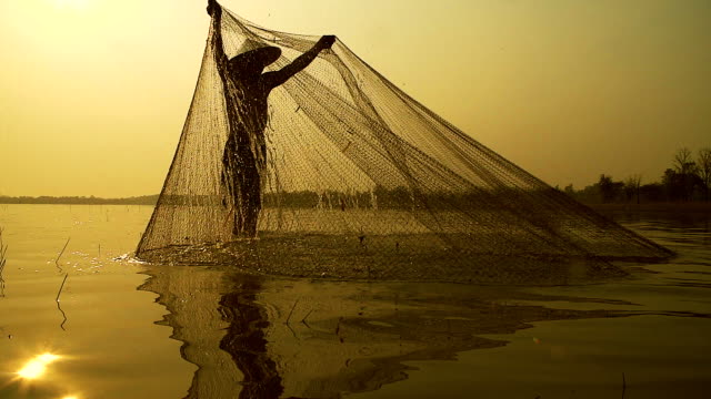 HD slow motion:Local lifestyles of fisherman working in the morning sunrise. video