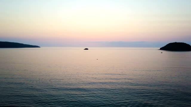 Slow ocean pan of gradient sunset video