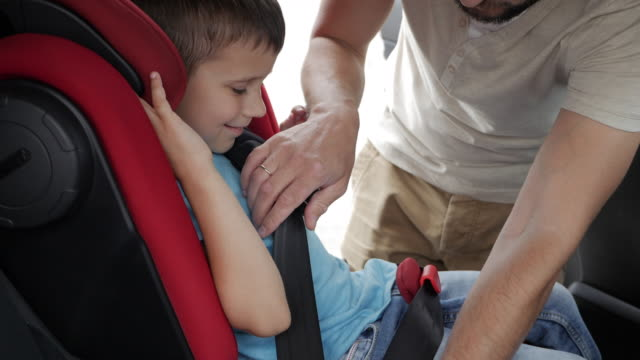 Small son kisses father after being put in infant car seat video