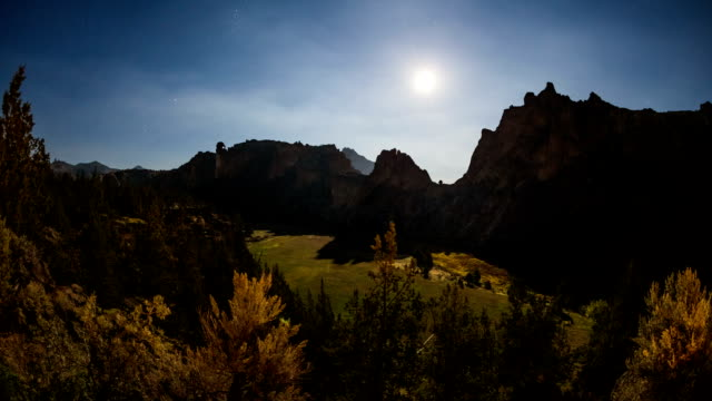 Smith Rocks Time Lapse Stars and Moon video