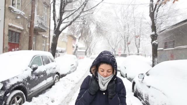 Snowy walk on the street. video