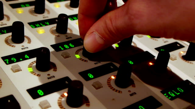 Sound mixing console video