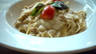 Spaghetti carbonara video