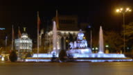 spain night light plaza de la cibeles fountain metropolis hotel 4k video
