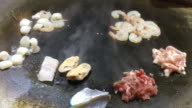 Special meal Cooking teppanyaki by adding Thai cuisine. video