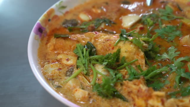 spicy omelet soup (tom yum) video