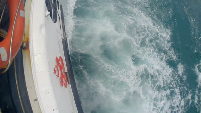 splashes of water behind the yacht. video