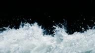Éclaboussures de l'eau au ralenti - Vidéo
