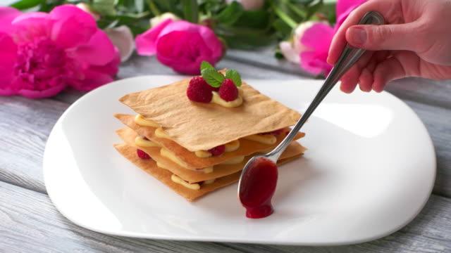 Spoon smears sauce on plate. video