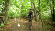Sport Mountain-Bike Single-Trail Jump Vert Schoenbuch #2 video