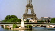 Statue of Liberty and Eiffel Tower HD video