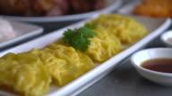 Steamed shrimp dumplings video