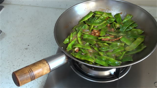 Stir-fries beans video