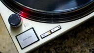 Stop turntable of the plate at 33 rpm. video
