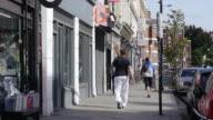 Street Scene In Bethnal Green Road In London Shoreditch (UHD) video