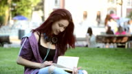 Student girl studying in the campus. video