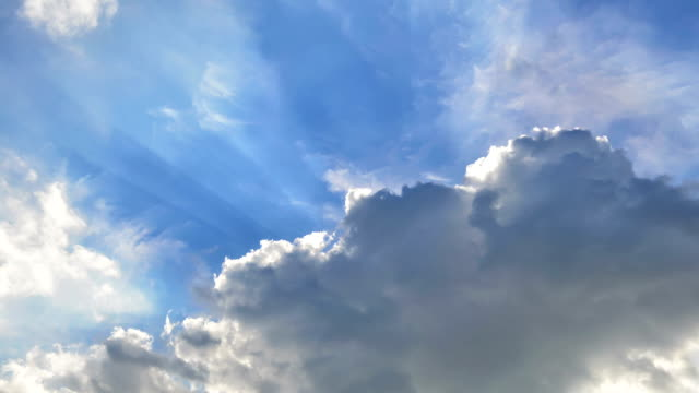 TIMELAPSE: Sun beam among clouds video