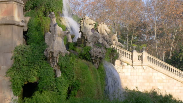 sun light fountain waterfall parc de la ciutadella 4k barcelona spain video