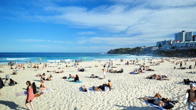 Sunny day in Bondi Beach Time Lapse video