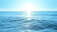 Lever du soleil sur la mer, en boucle - Vidéo