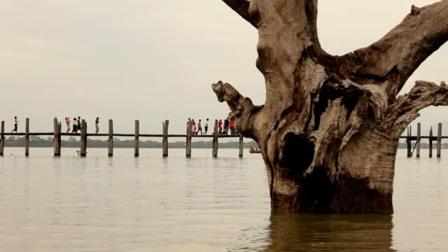 Sunset at Ubeng bridge,The longest wooden bridge video
