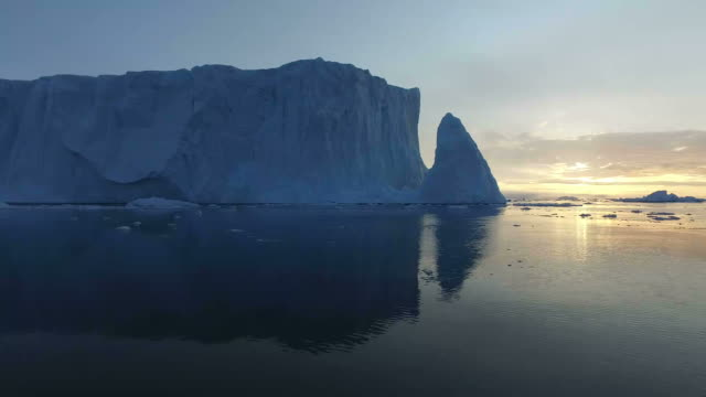 Sunset on Ilulissat icefiord video