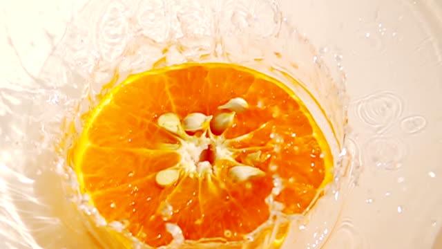 Super slow motion , 1000 FPS : orange falling in to water splashing video