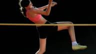 HD Super Slow-motion: Jeune femme formation un saut en hauteur - Vidéo