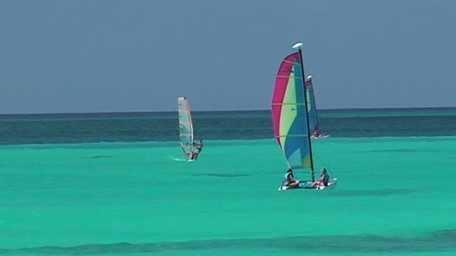 Surf in turquoise water of Caribbean sea video