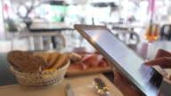 tablet bistro video