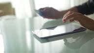 Tablet buying          DE BU BS video