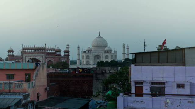 Taj Mahal timelapse at sunset zoom in video
