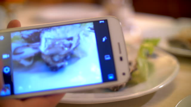 Taking shots of oysters with smart phone video