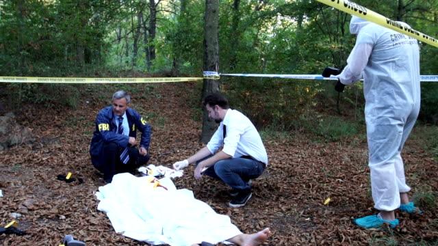 Teamwork at the murder scene video