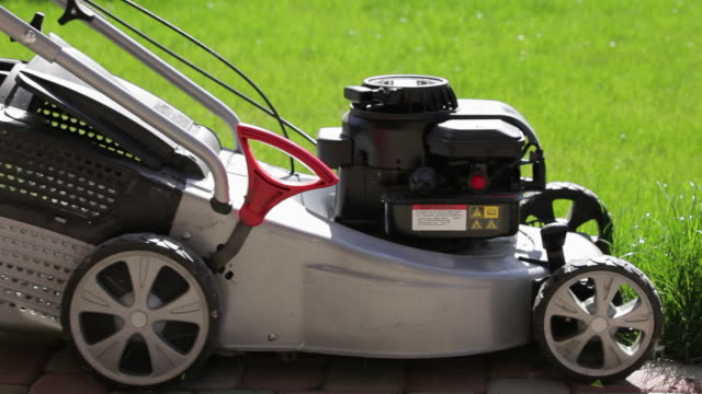 Technology lawnmower video