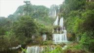 Tee lor su Waterfall video