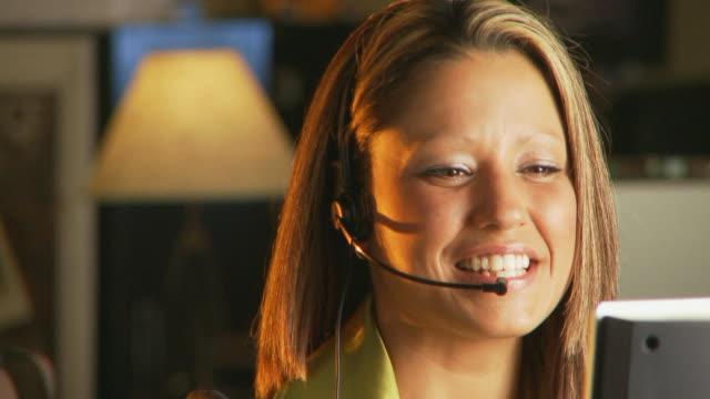 Telelphone operator video