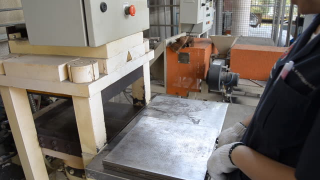 Thai engineer girl move compression mold video