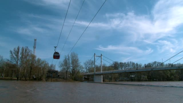 the cable car crosses the river video